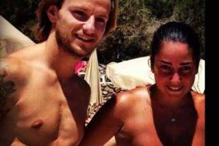 Rakitic disfruta de sus vacaciones junto a su bella mujer