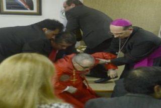"""El cardenal enviado del Papa a Paraguay se desmaya y se recupera: """"Me bajó un poco la tensión"""""""