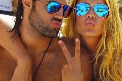 El jugador español y su novia ex Miss España en las playas de Ibiza