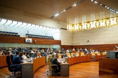 La oposición suma fuerzas para incluir cláusulas sociales en contratos de la Administración extremeña