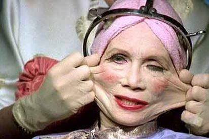 A pesar de la crisis, aumentan las que se ponen 'tetas' y echan mano del botox