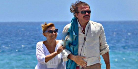 El 'casto' beso que confirma la relación amorosa entre María Teresa Campos y Bigote Arrocet