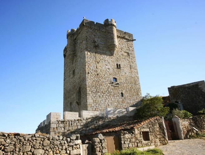 Un pueblo salmantino hereda de su párroco un castillo del siglo XIII