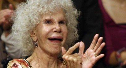 La Duquesa de Alba pasea palmito por Ibiza, como si fuera una chavalita