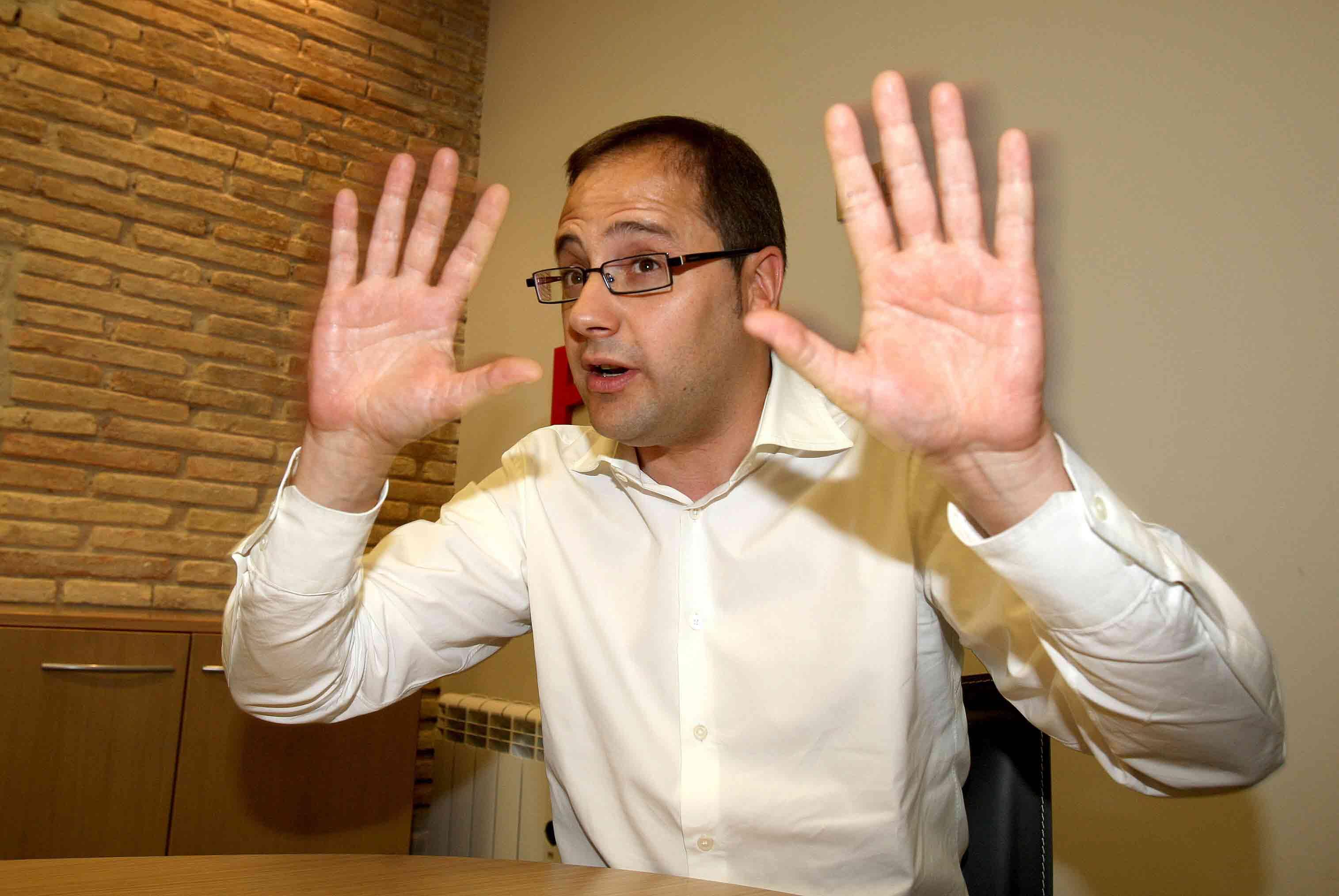 El número dos del PSOE se mete en un jardín al poner a Hollande como ejemplo