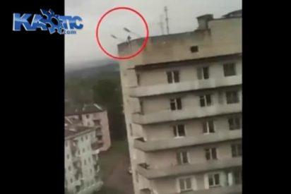 [Vídeo] La mortal caída desde un noveno piso de un criminal ruso que trataba de escapar