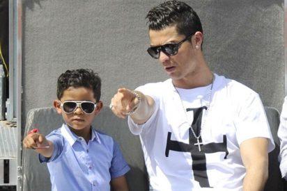 Cristiano Ronaldo, baja para esta jornada para recuperarse del todo, juega como un chaval con su hijo