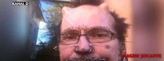 """Le echan de Dubai por llevar 453 piercings y tener dos cuernos: """"Hace magia negra"""""""