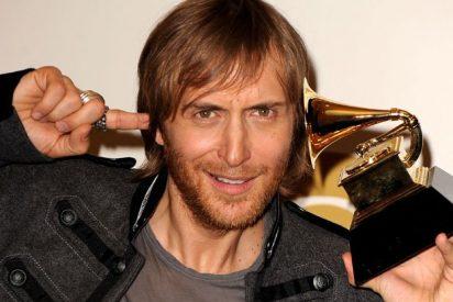 David Guetta disfruta de una intensa jornada de playa con sus hijos, Tim Elvis y Angie