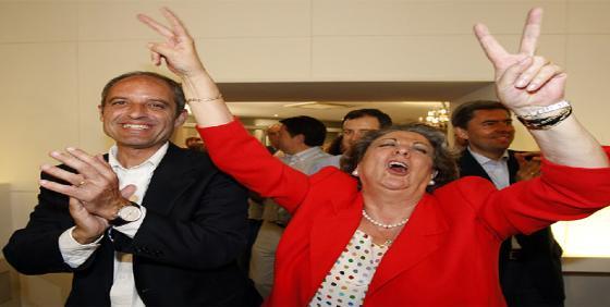 Rita Barberá es una despistada: retira su coche aparcado en su ayuntamiento 23 años después