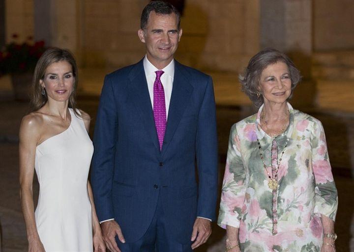Los Reyes Felipe y Letizia en su primera recepción en Mallorca