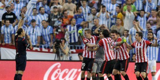 El árbitro le tanga en el descuento un gol al Athletic de Bilbao y el Málaga gana con 9 jugadores.