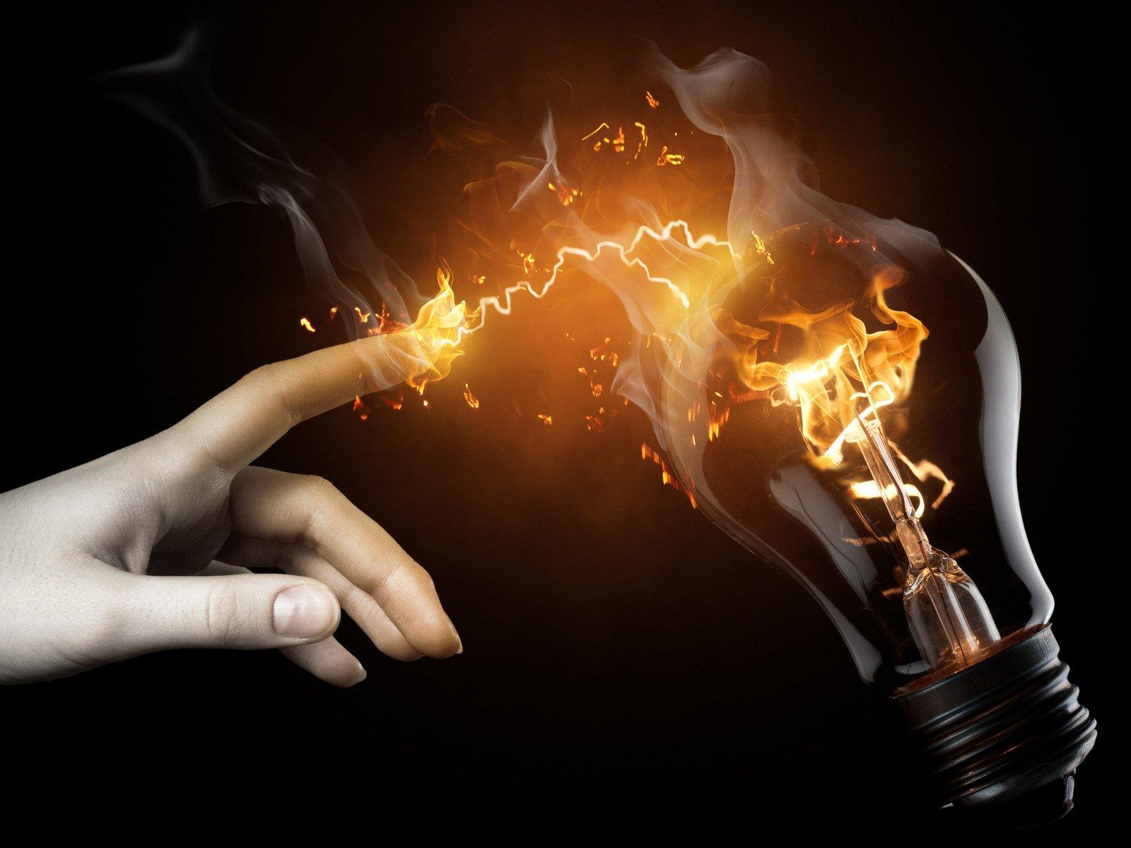 Brillantes ideas para poder ahorrarte entre 100 y 580 euros en la dolorosa factura de la luz