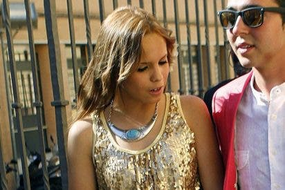 Gloria Camila y su amigo disfrutan de las vacaciones, mientras Ortega Cano se 'asa' en la cárcel