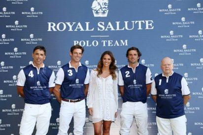 Helen Lindes amadrina al Royal Salute Polo Team en Sotogrande