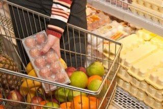 Los 10 trucos que los supermercados te cuelan de refilón en la cesta de la compra al menor descuido