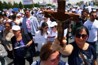 Cien mil cristianos huyen del norte de Irak tras la entrada de los yihadistas en Qaraqosh