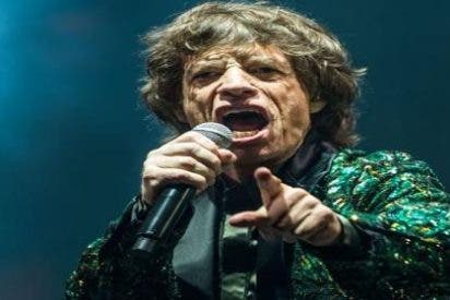 Mick Jagger y otros VIP británicos dan una lección a los 'artistas' españoles mojándose por Escocia