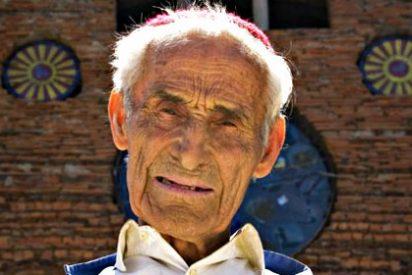 Justo Gallego, el 'loco santo' que construyendo sólo una catedral usando escombros, tiene ya 90 años