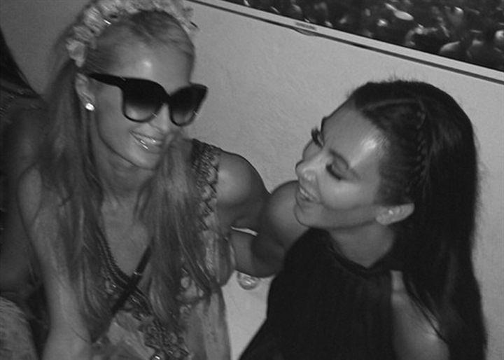 Paris Hilton y Kim Kardashian amigas en Ibiza