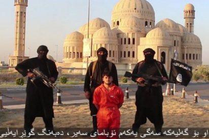 """[Vídeo] La decapitación de un combatiente kurdo: el nuevo 'mensaje de sangre' del EI para el """"patán Obama"""""""