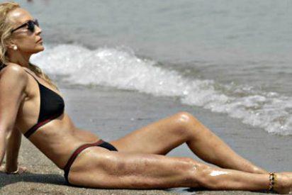 La veteranísima Carmen Lomana se pega el lote con un amigo 'nuevo' en la playa