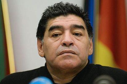 Diego Maradona agrede a un periodista convencido de que flirteaba con su exmujer