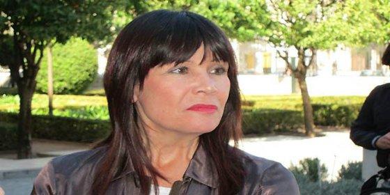La presidenta del PSOE se mete en un jardín con ZP y los perroflautas