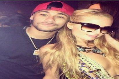 Neymar se deja ver con Paris Hilton