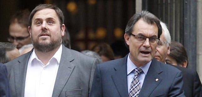 Oriol Junqueras (ERC) ordena y Artur Mas (CiU) obedece