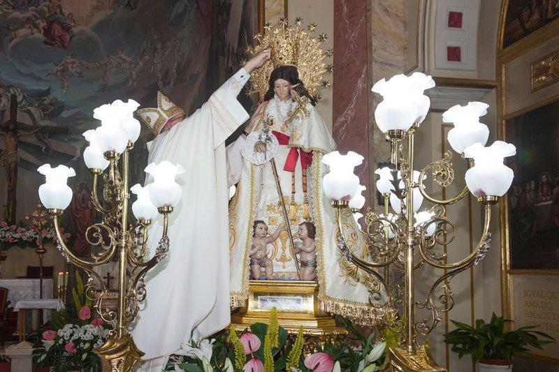 Carlos Osoro corona a la Virgen de los Desamparados de Tavernes Blanques