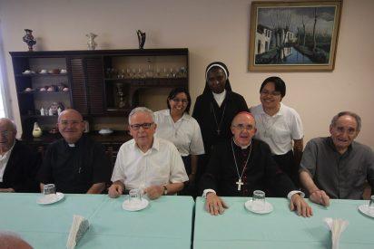 Osoro visita a sacerdotes jubilados