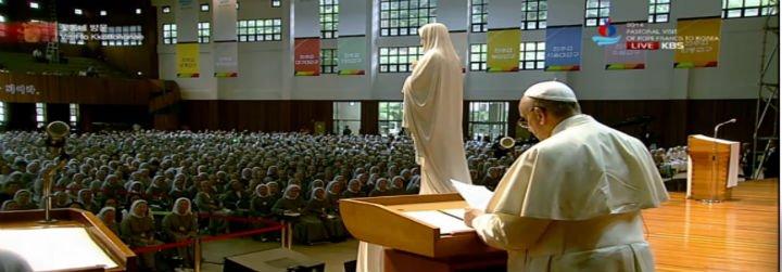 """El Papa a monjas y frailes de Corea: """"Los religiosos que viven como ricos hieren a los fieles y a la Iglesia"""""""
