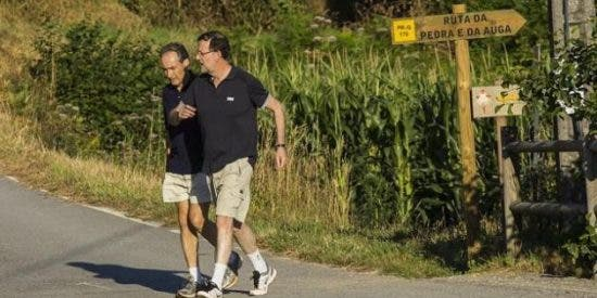 El presidente Rajoy confiesa sus vicios del verano a la prensa
