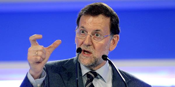 """Rajoy admite a regañadientes que queda """"un largo camino"""" antes de dejar atrás la crisis, mire usted"""