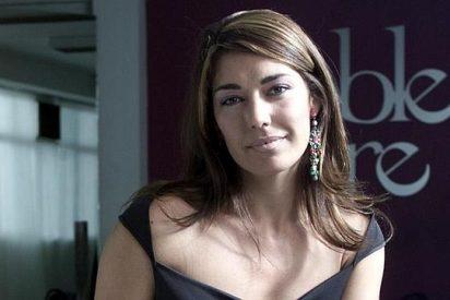 Raquel Revuelta luce cuerpo y saca pecho como una 'bimbo' a sus 47 años