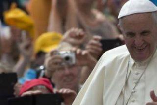 """El Papa critica a los """"jóvenes jubilados"""" y les pide que miren al mundo """"con coraje"""""""