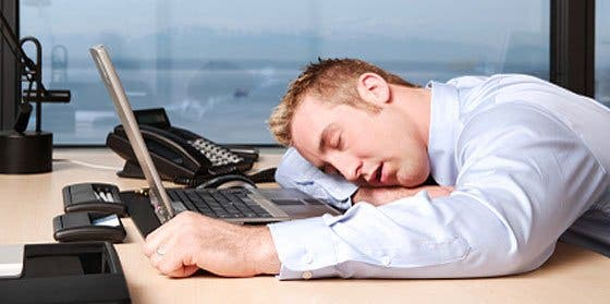Apatía, insomnio y dolor de cabeza son los riesgos de la vuelta al trabajo
