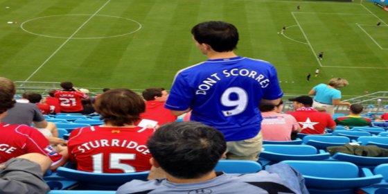 Este aficionado del Liverpool se mofa de Torres