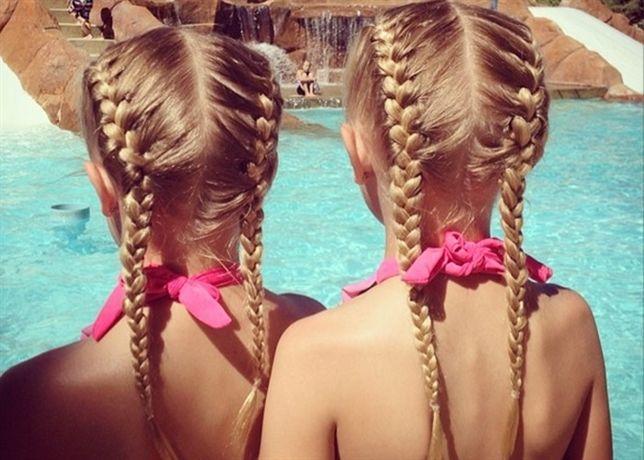 Los elaborados peinados de dos niñas gemelas crean tendencia en las redes sociales