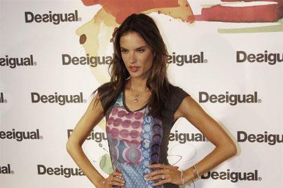 Alessandra Ambrosio pisa fuerte en la tienda de Desigual de Madrid