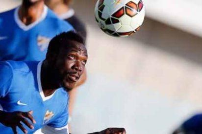 No le dejan llegar a Málaga por sus problemas con el pasaporte