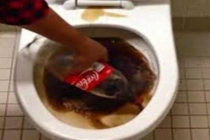 [Vídeo] Cómo limpiar el inodoro de casa con Coca-Cola y dejarlo reluciente y con algo más de 'chispa'