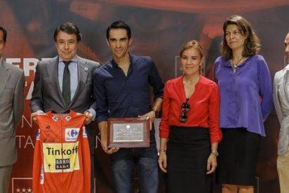 Ignacio González recibe a Alberto Contador como ganador de La Vuelta