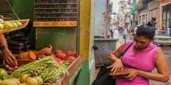 Cómo vivir con 20 dólares al mes en Cuba y no morir en el empeño