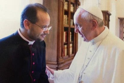 El Papa introduce el libro de su secretario Yoannis Lahzi Gaid
