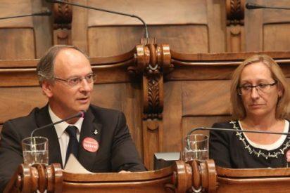 Solo tres de los 11 concejales que tiene el PSC en Barcelona votan contra el referéndum independentista