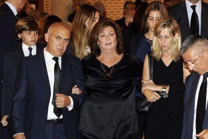 La viuda y las hijas de Isidoro Álvarez, muy arropadas en su entierro