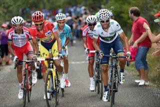 """El polaco Niemiec corona primero en los Lagos, Valverde recorta 11"""" a Contador y Froome aguanta el tirón"""