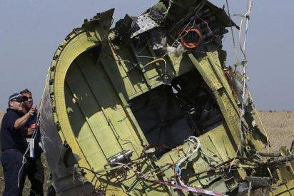 """El MH17 se desintegró sobre el cielo de Ucrania por """"objetos de alta energía disparados desde el exterior"""""""